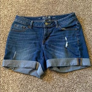 Apt 9 Jean Shorts Size 4